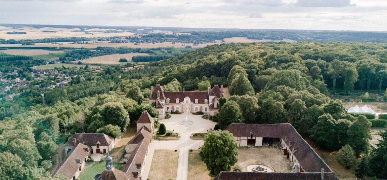 le chateau du fey et ses jardins vus du ciel dans l'Yonne