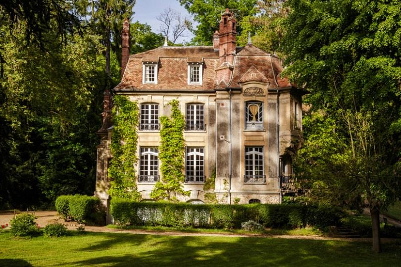 découvrir le patrimoine historique des YVELINES sur la façade côté jardin du manoir des migneaux