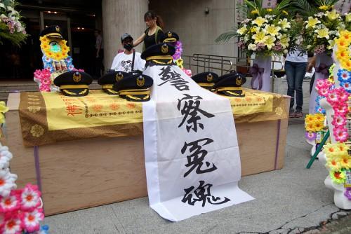 台灣警察工時極長,同樣出現過勞死的情況。