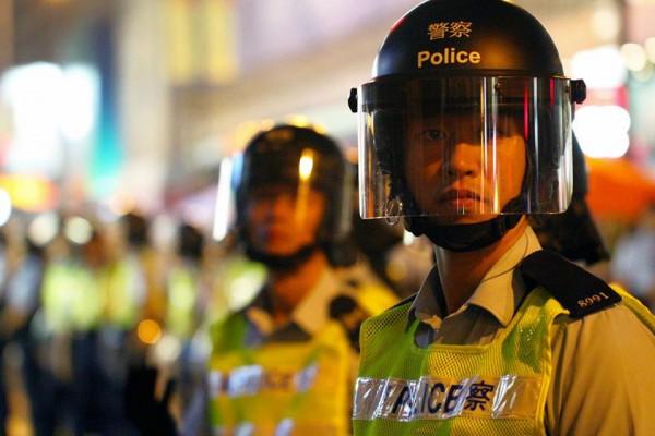 黑警愈來愈暴力,激起對政府的憤怒。
