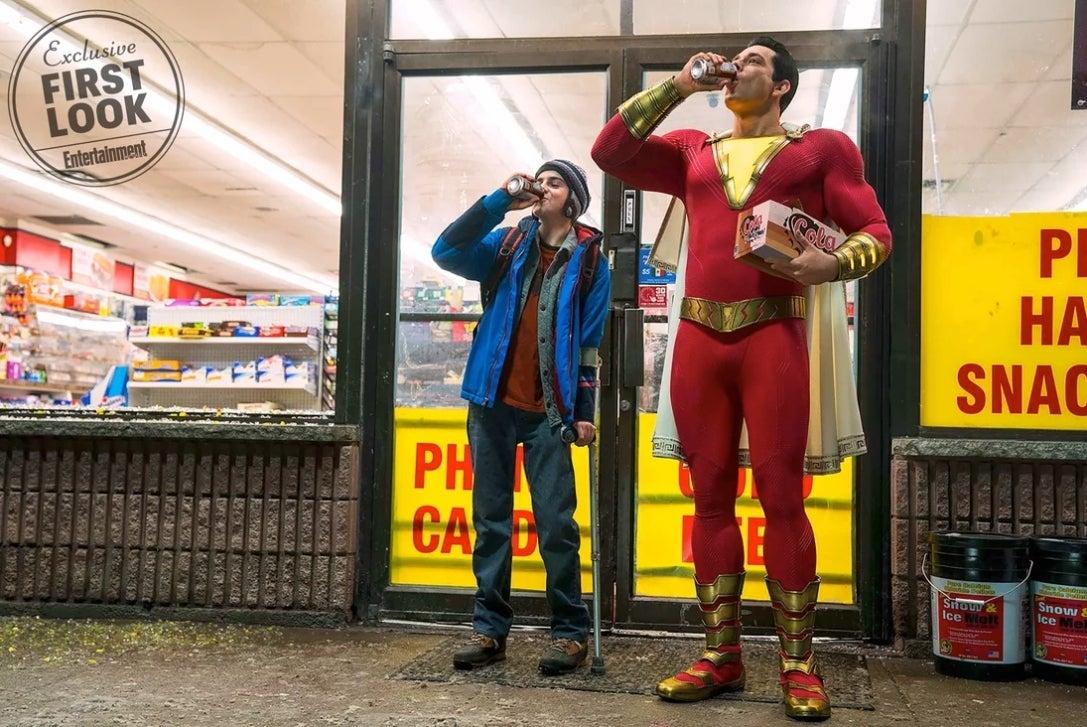 Zachary Levi è Shazam!, nella prima immagine ufficiale dal film