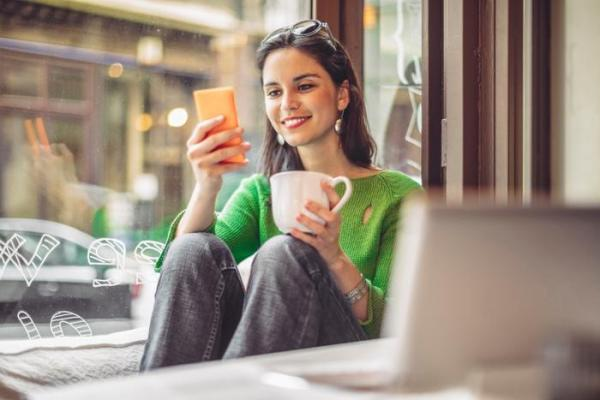 Teens who spend more time with electronics also consume more caffeine and sugar, study finds