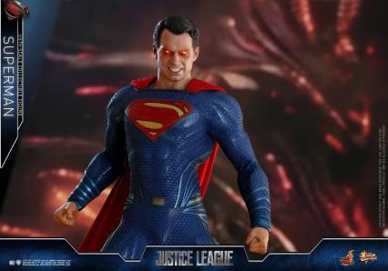 Hot Toys JL Superman (2)