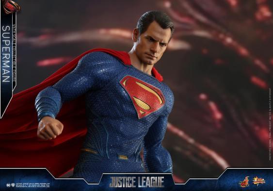 Hot Toys JL Superman (21)
