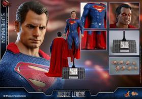 Hot Toys JL Superman (26)
