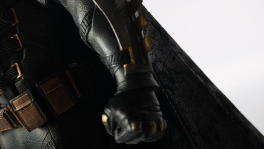Hot Toys MMS 432 Justice League Batman Tactical Batsuit Review – Bat in Black 26