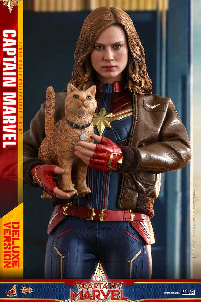 Hot Toys Goose the Cat even comes with a Captain Marvel accessory 19
