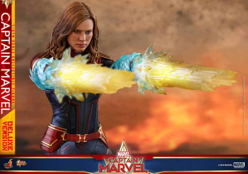 Hot Toys Goose the Cat even comes with a Captain Marvel accessory 22