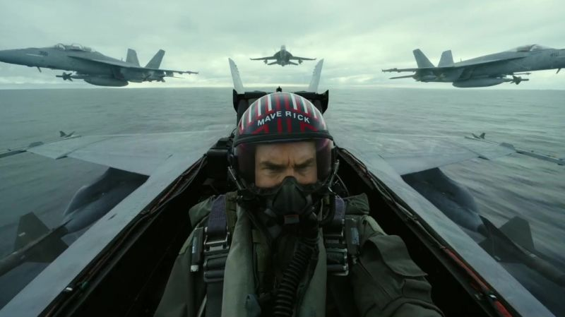 Tom Cruise surprises Comic-Con with Top Gun sequel trailer