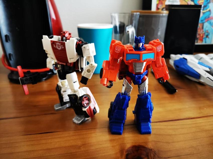 Transformers Cyberverse Spark Armour Optimus Prime Review 23