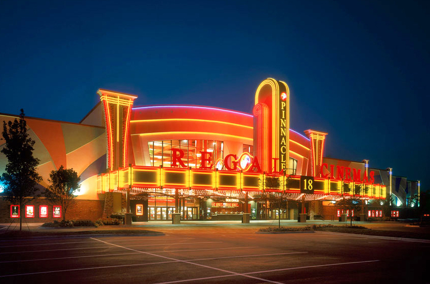 Regal Cinemas joins Universal/AMC feud, says it won't screen any movie with VOD release 4