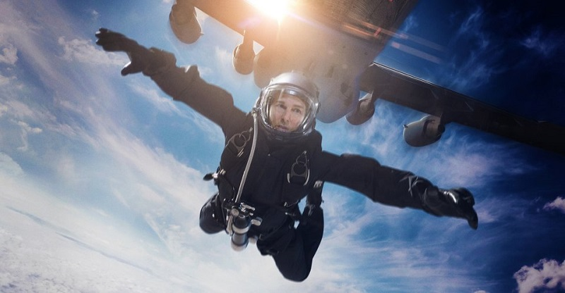 Doug Liman set to write and direct Tom Cruise's crazy ambitious space movie 3