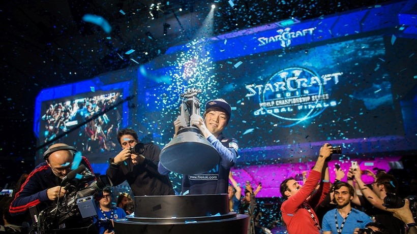 starcraft-2-world-championship-series-2014-champion-lee-life-seung-hyun-celebrates-his-victory