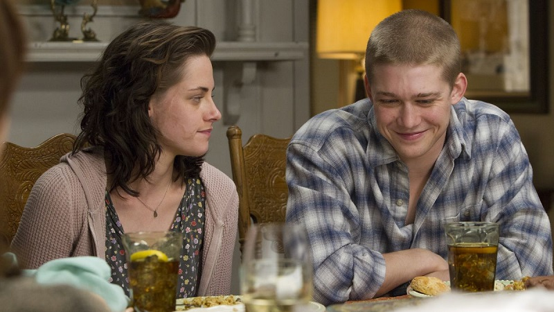 Billy Lynn's Long Halftime Walk (DVD) Review – A film not worthy of being a halftime attraction 8