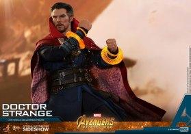 Hot Toys Doctor Strange (14)