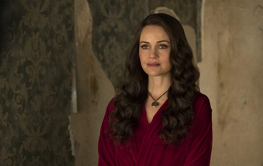Netflix turns up the gothic horror in their TV series The Haunting of Hill House 3