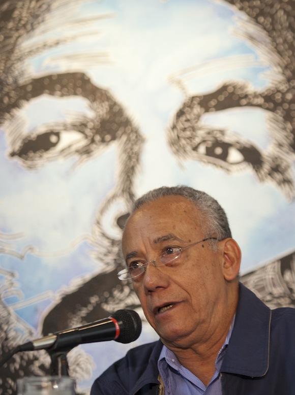 Fernando Martínez Heredia en la presentación del libro en México.