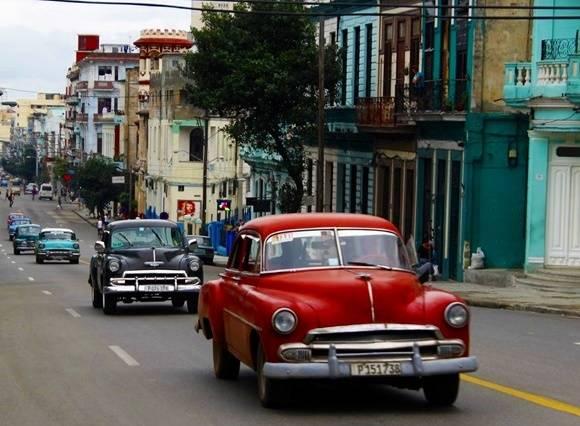 Las taxistas deberán ajustarse a los nuevos precios o serán sancionados. Foto: José Raúl Concepción/ Cubadebate.