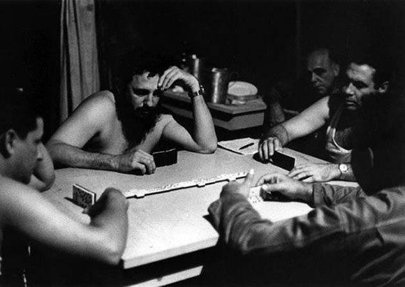 El líder de la Revolución Cubana juega dominó. Foto: Archivo