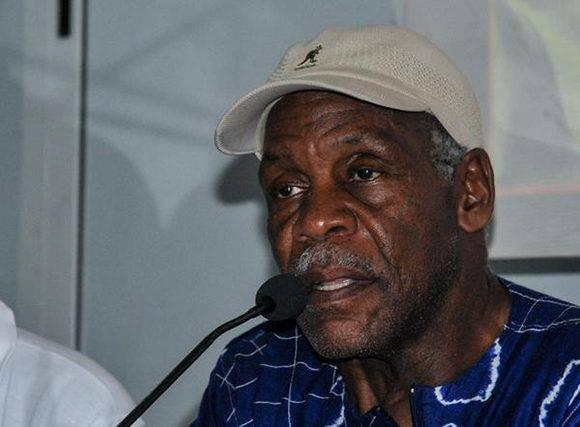 El actor estadounidense Danny Glover, interviene durante el encuentro con jóvenes en el Pabellón Cuba, en La Habana, el 28 de diciembre de 2016. ACN FOTO/ Ariel Cecilio LEMUS ALVAREZ DE LA CAMPA/ rrcc