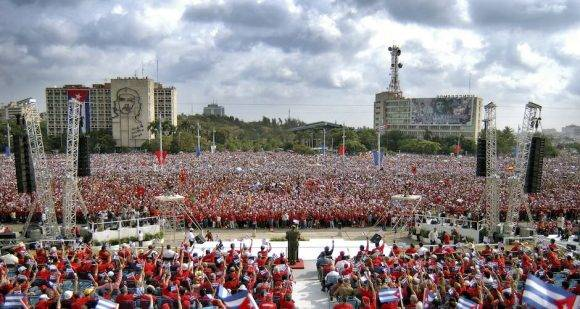 En la Plaza con Fidel. Foto: Roberto Chile