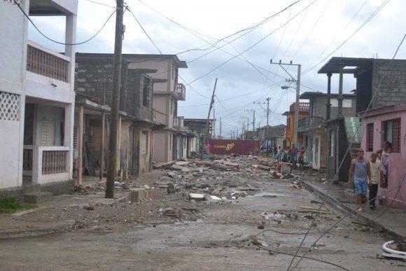 Daños preliminares en #Baracoa por #HuracanMatthew a golpe de vista, no reporte oficial todavía, en fondo habilitación cubierta y estructura.