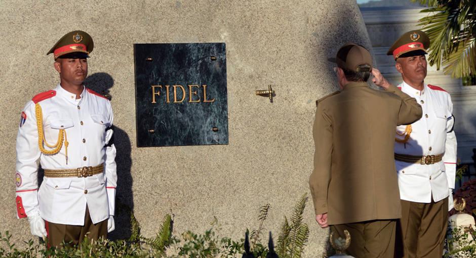 Un adiós a Fidel en Santa Ifigenia