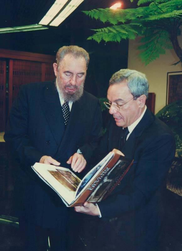 Eusebio Leal junto al Comandante en Jefe, Fidel Castro. Foto: Cortesía del entrevistado.