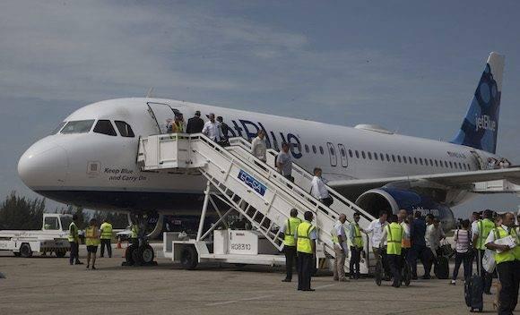 Llegada a Santa Clara del avión de JetBlue que inaugura la ruta Cuba-EEUU, después de más de medio siglo. Foto: Ismael Francisco/ Cubadebate