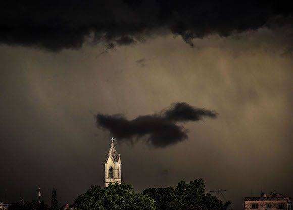 La tempestad en La Habana. Foto: Ismael Francisco/ Cubadebate.