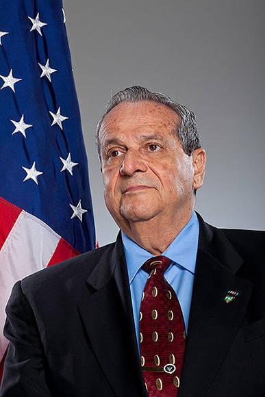 El asesino Félix Rodríguez trabajó casi toda su vida al servicio de los Estados Unidos contra los movimientos revolucionarios de América Latina. Foto: Wikipedia.