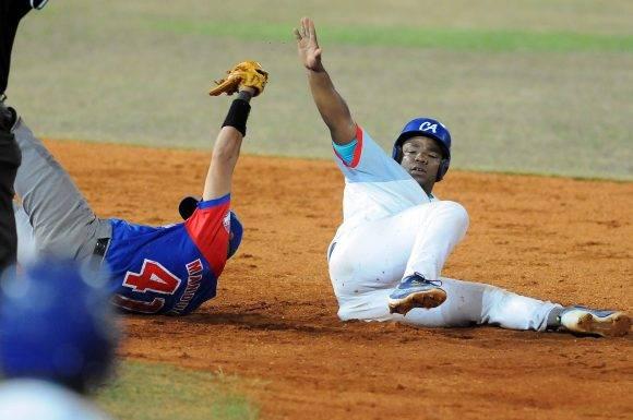 Beisbol-Serie-56-Final-CA vs GRM primer juego Osvaldo Vazquez. Foto: Ricardo López Hevia / Granma / Cubadebate