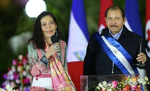 Rosario Murillo y Daniel Ortega durante la investidura. Foto: Archivo.