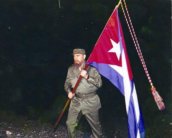 https://i2.wp.com/media.cubadebate.cu/wp-content/uploads/2017/02/fidel-castro-bandera-cubana-580x464.jpg