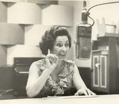 Cuca Rivero, haciendo magia desde la radio. Foto: Cubarte