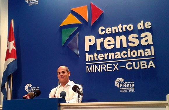 El viceministro de Relaciones Exteriores de Cuba, Rogelio Sierra ofreció declaraciones sobre tres eventos a celbrarse en La Habana: la I Conferencia de Cooperación de la Asociación de Estados del Caribe (AEC), el XII Consejo de Ministros de la AEC y la V Reunión Ministerial CARICOM-Cuba. Foto: Cubadebate.