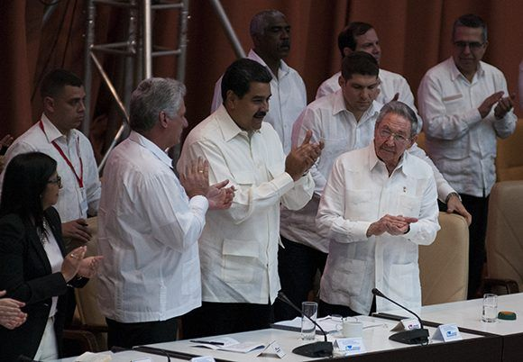 Preside Raúl Castro acto de solidaridad con Venezuela. Foto: Ladyrene Pérez/ Cubadebate.