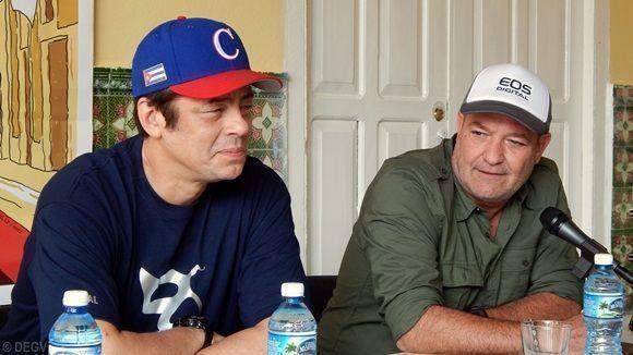 El actor Benicio del Toro junto a su colega Jorge Perrugoría. Foto: Danier Ernesto González.