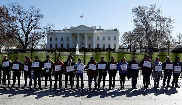 Protestas en la Casa Blanca contra las medidas tomadas por Donald Trump. Foto: AP.