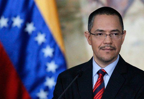 El ministro para la Comunicación e Información de Venezuela, Ernesto Villegas. Foto: Archivo.