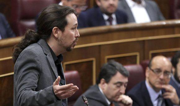 """""""El Gobierno (de Rajoy) tiene un proyecto muy claro, normalizar los recortes y la precariedad y normalizar la corrupción (..) No lo vamos a consentir"""", dice Iglesias.  En la imagen, El secretario general de Podemos durante una intervención en el Congreso español. Foto: EFE."""