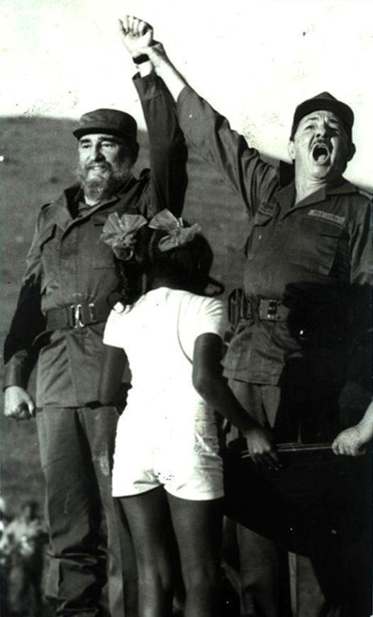 """Fidel y Raúl Castro Ruz rememoran 30 después su reencuentro en el paraje serrano de Cinco Palmas, Media Luna, en la provincia de Granma. Fuente: Sitio """"Fidel Soldado de las Ideas""""."""