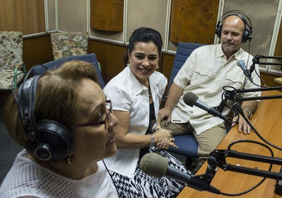 """Durante el programa """"La luz de la memoria"""", de Radio Rebelde. Foto: L Eduardo Domínguez/ Cubadebate."""
