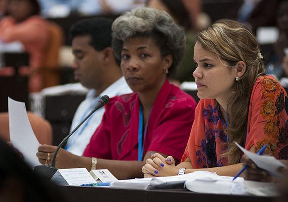 Diputadas cubanas en el plenario de la Sesión Extraordinaria de la ANPP. Foto: Irene Pérez/ Cubadebate.