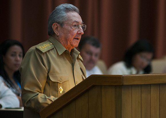 Raúl habló a los representantes del pueblo de Cuba. Foto: Irene Pérez/ Cubadebate