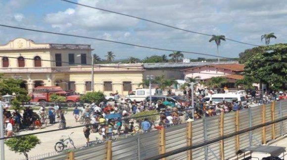 Se desploma pared de hotel en reconstrucción en Caibarién, Villa Clara. Foto: Radio Caibarien