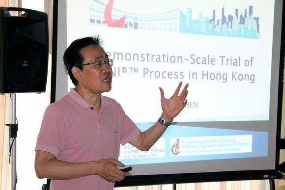 El profesor que ha llevado la tecnología SANI a Hong Kong impartió conferencias en Cuba, como parte del proyecto. Foto: Fidel Alejandro Rodríguez/ Cubadebate.