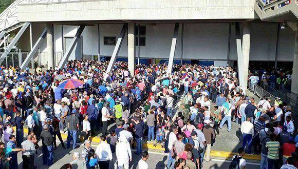 Pueblo venezolano en los centros de votación. Foto: Archivo