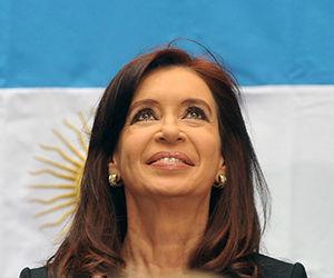 Cristina Fernández se mantiene al frente de las encuestas.