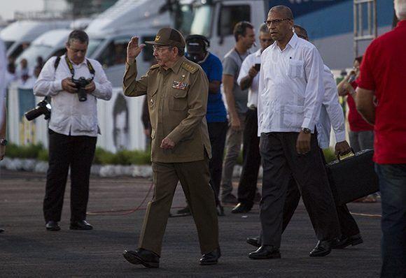 Raúl llega al acto de político-cultural del 26 de Julio en Pinar. Foto: Irene Pérez/ Cubadebate.